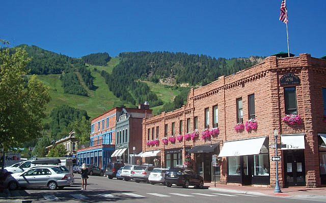 Summer in Aspen: No skiing, great views … and easy parking.