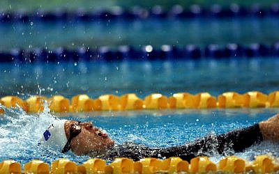 Keren Leibovitch of Israel on her way to Gold in the Womens 100m Backstroke Final during the Sydney 2000 Paralympic Games. Sean Garnsworthy/ALLSPORT/Getty Images