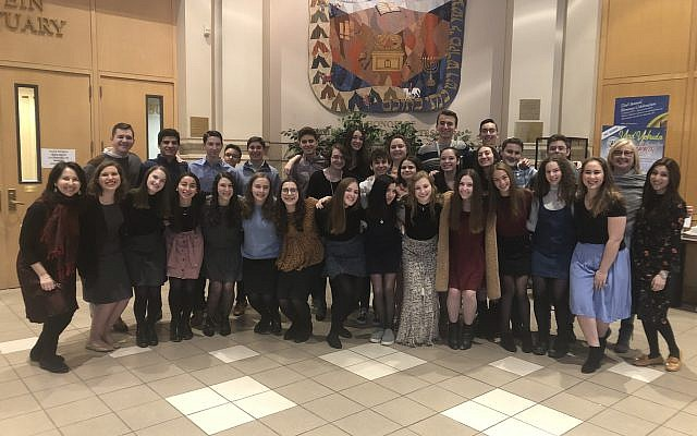 Berman Hebrew Academy's The Matanotes and JDS's Shir Madness, two high school groups participating in the Shir on Shabbat 2019 Shabbaton / Sarah Antine