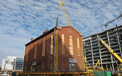 The Adas Israel Synagogue building during a previous relocation in 2017. Wikimedia Commons