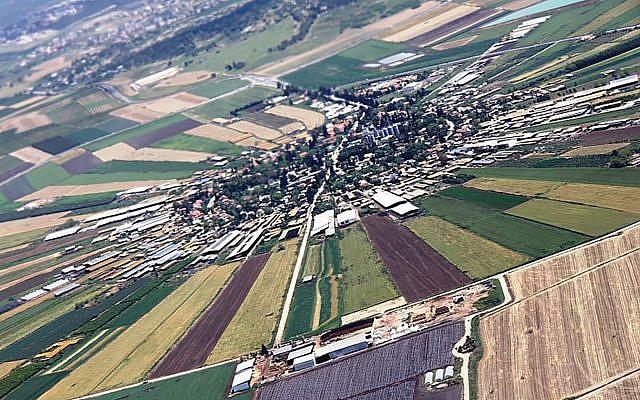 A kibbutz in the Jezreel Valley. Wikimedia Commons