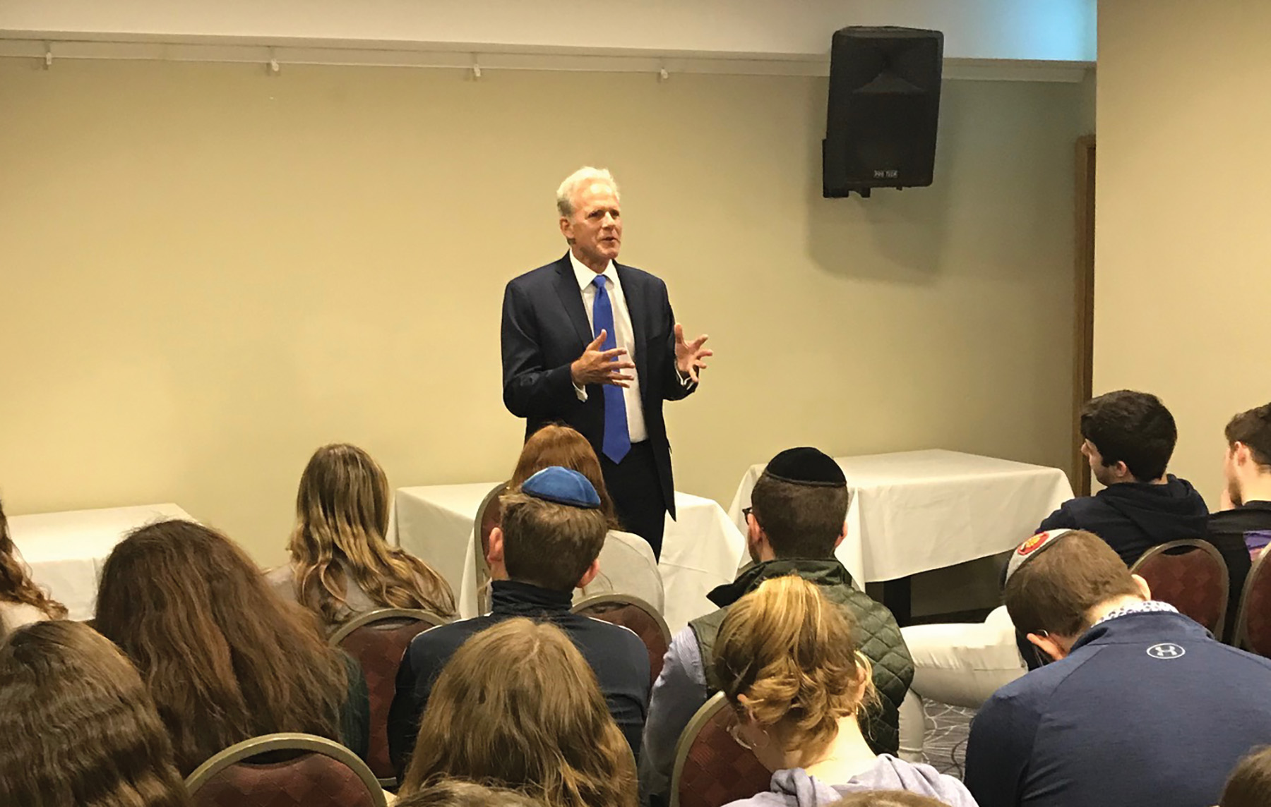 """Former Israeli Ambassador to the U.S. Michael Oren,, said """"no one is talking"""" about the Israel-Palestinian peace process in this election campaign.  Photos by Gary Rosenblatt/JW"""