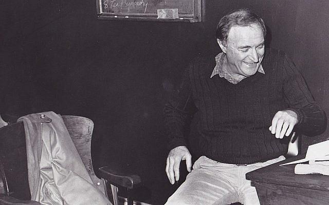 Wynn Handman in his Carnegie Hall studio, 1986. (Courtesy via Times of Israel)