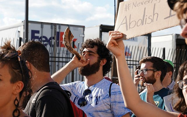 Never Again Action members blew shofars to sound the alarm against the Trump administration's policies at the southern border. Nur Shlapobersky
