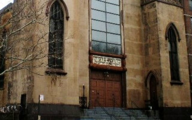 The facade of Beth Medrash Hagadol Synagogue in New York City, before the fire. (CC BY-SA 3.0 Sheila/Wikipedia)
