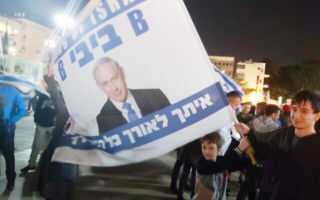 Supporters of the Benjamin Netanyahu demonstrated in Tel Aviv this week against the high court petition that would disqualify him from forming a new coalition because of his corruption indictment. Joshua Mitnick/JW