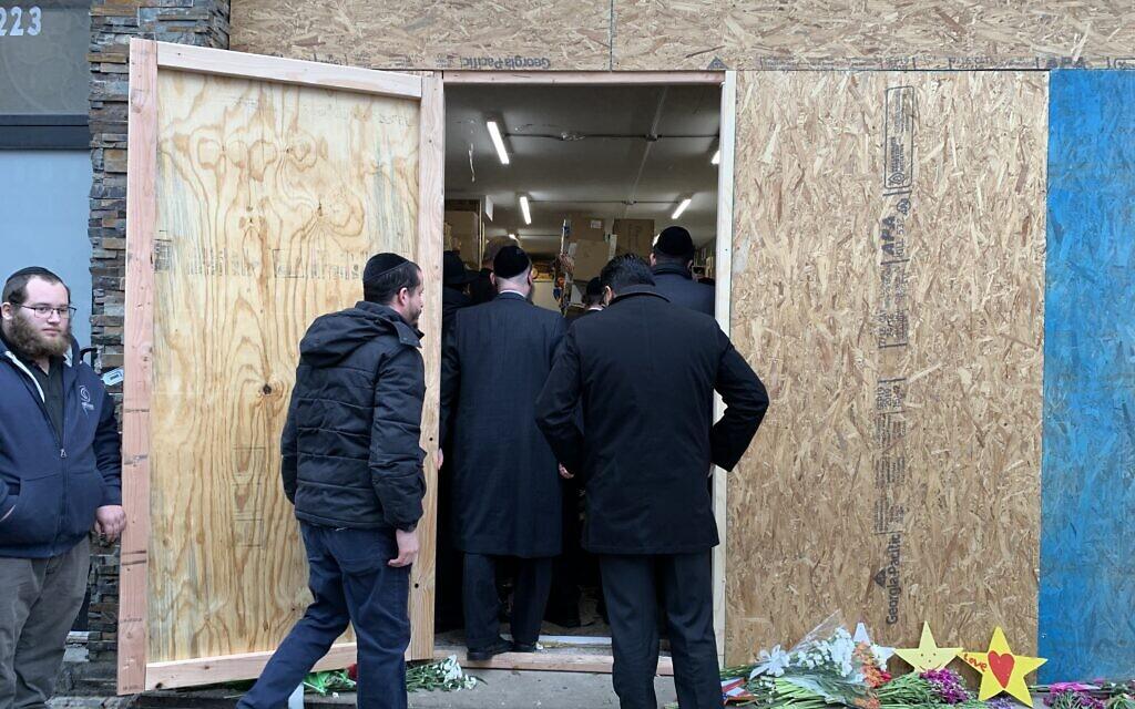The boarded up entrance to the JC Kosher Market. Shira Hanau/JW