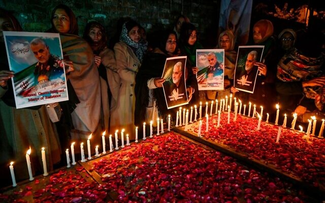 Shiite Muslims hold pictures of slain top Iranian general Qasem Soleimani to pay him tribute during a candle light vigil in IslamabadJanuary 8, 2020. - Iran fired a volley of missiles late on January 7 at Iraqi bases housing US and foreign troops in Iraq, the Islamic republic's first act in its promised revenge for the US killing of a top Iranian general. (Photo by Aamir QURESHI / AFP) (Photo by AAMIR QURESHI/AFP via Getty Images)