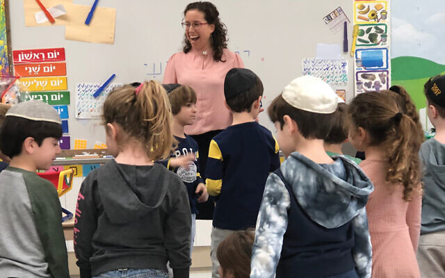 Common touch: Sally Grazi-Shatzkes with her kindergarten charges at Yeshivah of Flatbush. Photos by Sandee Brawarsky/JW