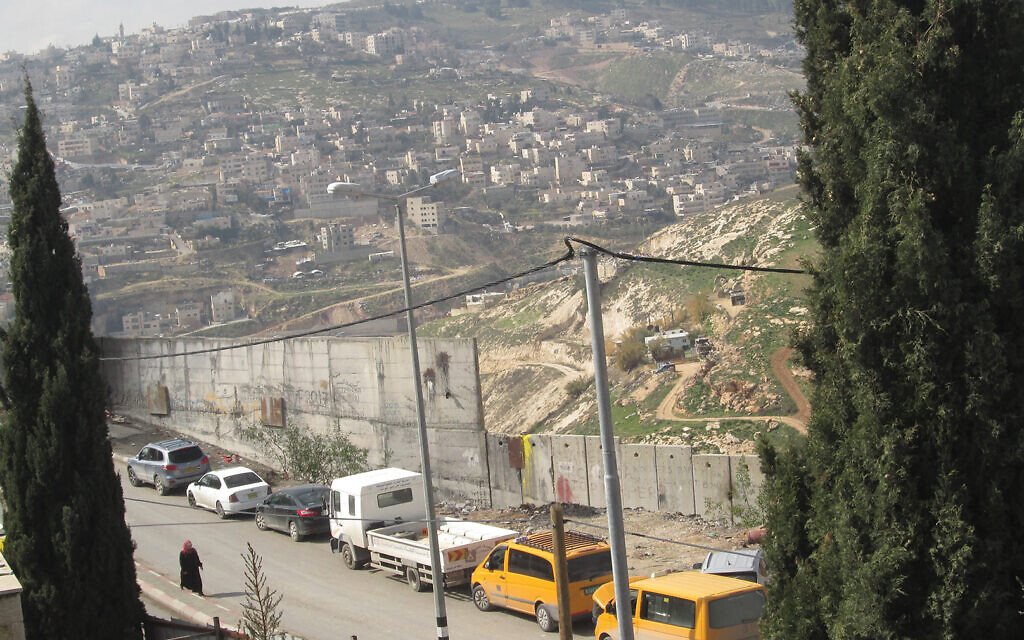 The security wall Israel built to keep out terrorists has done just that, but has cut off all access for Palestinians — including many who live in east Jerusalem, between the wall and the West Bank. Michele Chabin/JW