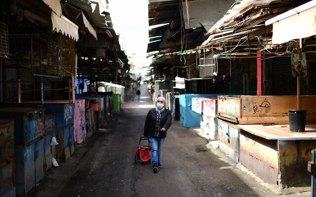 The empty Carmel market in Tel Aviv on March 23, 2020, following the government's orders to keep all bars, restaurants, malls, and markets closed in an effort to contain the spread of the coronavirus. (Tomer Neuberg/Flash90)