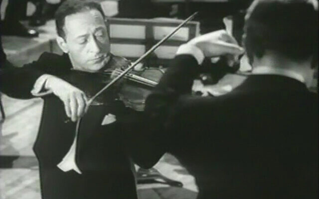 Jascha Heifetz at Carnegie Hall in 1947. Wikimedia Commons