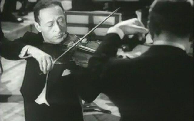 Jascha Heifetz at Carnegie Hall in 1947. Wikimedia Commons