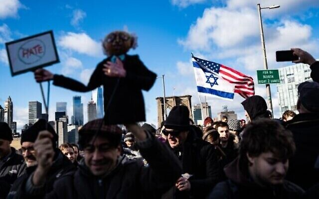 People participate in a Jewish solidarity march across the Brooklyn Bridge on January 5, 2020 in New York City. (Jeenah Moon/Getty Images/AFP)