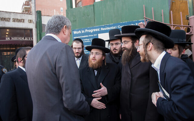Mayor de Blasio at a community meeting in Borough Park. (Michael Appleton/Mayoral Photography Office)
