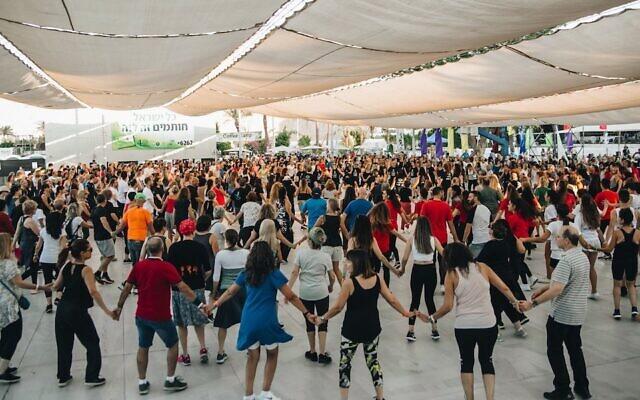 An Israeli folk dance session during Bitnua festival in Eilat, Israel.(Courtesy of Gadi Bitton)
