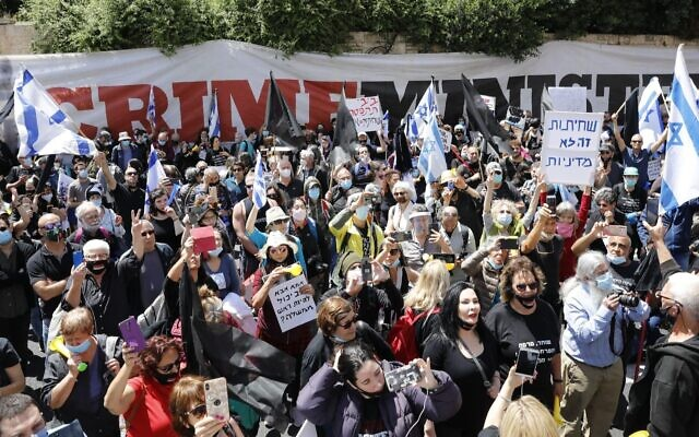 Hundreds of protesters gather outside the Jerusalem residence of Israeli Prime Minister Benjamin Netanyahu as his corruption trial began Sunday, May 24, 2020. Demonstrators both criticizing and supporting Netanyahu took part. (Olivier Fitoussi/Flash90 via JTA)