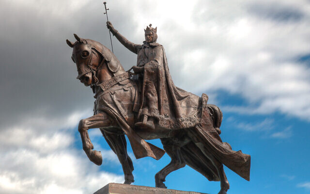 A statue of King Louis IX of France, who persecuted Jews, stands in front of the St. Louis Art Museum.  Wikimedia Commons