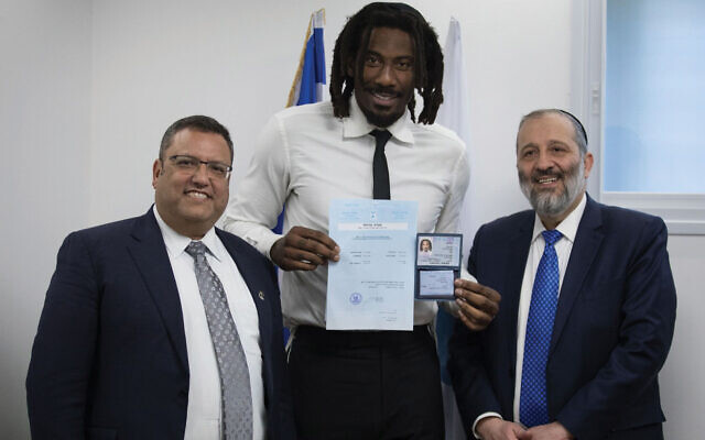 Amar'e Stoudemire receives his national identity card and Israeli citizenship from Jerusalem Mayor Moshe Leon, left, and Israeli Interior Minister Aryeh Deri in Jerusalem in 2019. Hadas Parush/Flash90