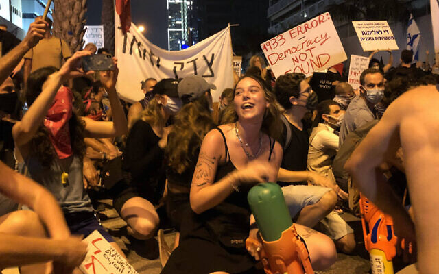 Protesters brought water guns to an anti-government demonstration in Tel Aviv, July 28, 2020. (Sam Sokol)