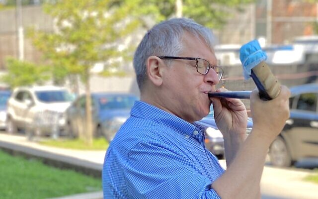 Rabbi Barry Dov Katz of the Conservative Synagogue Adath Israel of Riverdale, NY has been visiting different local neighborhoods to sound the shofar during the Hebrew month of Elul. (Brad Trebach)