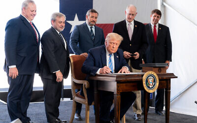 President Trump signs presidential permits at the Double Eagle Oil Rig in Midland, Texas, July 29, 2020, allowing the export of Texas crude oil to Mexico. (Official White House Photo by Shealah Craighead)