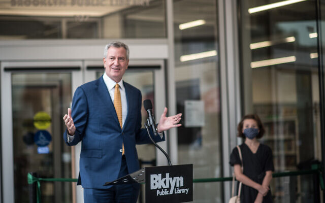 Mayor Bill de Blasio delivers remarks and cuts the ribbon to open the Greenpoint Library and Environmental Education Center in Brooklyn on Tuesday, Oct. 20, 2020. (Michael Appleton/Mayoral Photography Office)