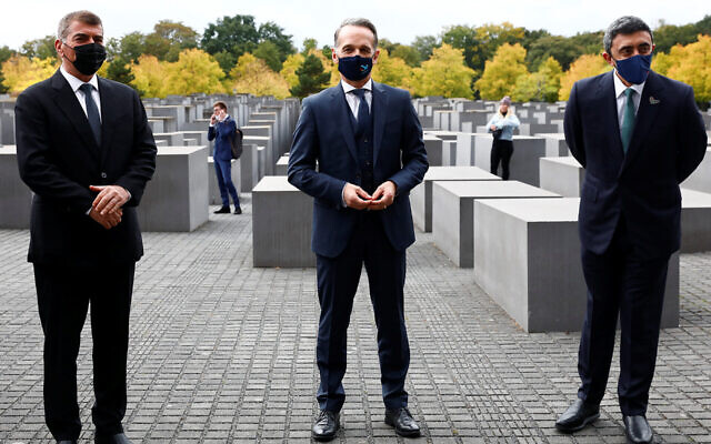 From left: Israeli Foreign Minister Gabi Ashkenazi, German Foreign Minister Heiko Maas and UAE Foreign Minister Abdullah bin Zayed al-Nahyan at the Holocaust memorial in Berlin, Oct. 6, 2020. (Michele Tantussi/Pool/Getty Images)