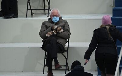 MITTEN DRINNEN: Bernie Sanders (D-Vermont) sits in the bleachers at the US Capitol during the presidential inauguration on Jan. 20, 2021. After the photo became an Internet sensation. Sanders' team raised over $1.8 million for charity. (BRENDAN SMIALOWSKI/AFP via Getty Images)