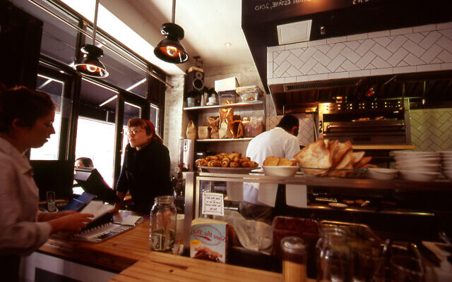 "Restaurants like Brooklyn's Mile End Deli, writes Rachel B. Gross, are ""making a connection to an imagined authentic cuisine of Eastern Europe and Jewish immigrants as well as boldly embracing its adaptation in the United States."" (Flickr Commons)"