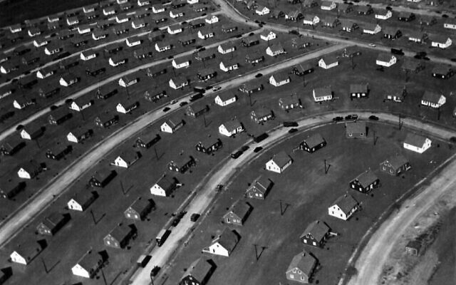 An aerial photo shows the earliest phase of Levittown, New York, ca. 1947. (Public Domain)