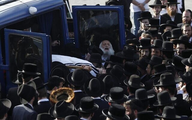 Hundreds of Orthodox Jews mourn at the Jerusalem funeral for Yehuda Lev Lubin, one of 45 victims from the Mount Meron Lag b'Omer stampede, April 30, 2021. (Olivier Fitoussi/Flash90)