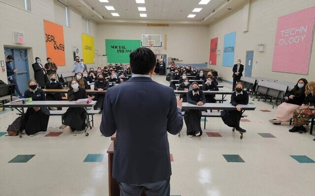 CAMPAIGN TRAIL: NYC mayoral candidate Andrew Yang visited the Torah Academy for Girls and Yeshiva Darchei Torah in Far Rockaway, Queens last week at the invitation of Dean Rabbi Meyer Weitman. (Yang for New York)