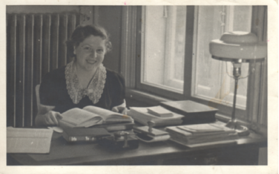 Lucy Dawidowicz, née Schildkret, at the YIVO library, 1938. (Courtesy the American Jewish Historical Society)