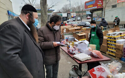 FOOD RESCUE: New York Times reporter Andy Newman covers operations at the Masbia kosher pantry in Brooklyn as part of a recent article on food insecurity in New York. (Courtesy Masbia)