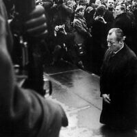 Then West German Chancellor Willy Brandt kneels in front of the memorial to the heroes of the April 1943 uprising in the former Jewish ghetto in Warsaw, Poland, Dec. 7, 1970. (Getty Images)