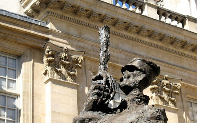 The Alfred Dreyfus Statue in the courtyard of the Jewish Museum in Paris.(Flickr Commons)