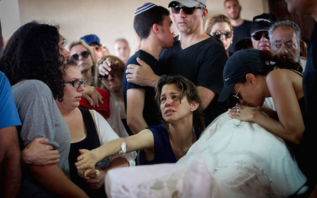 Family and friends mourning at the funeral ceremony of Ido Ben Ari, who died in a shooting attack in Tel Aviv's Sarona Market, June 9, 2016. (Miriam Alster/Flash90)