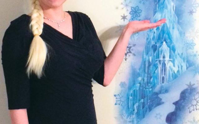 Cantor Marnie Camhi as Vashti/Elsa