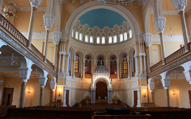 The main hall of the Grand Choral Synagogue of St. Petersburg, Russia. (Wikimedia Commons)
