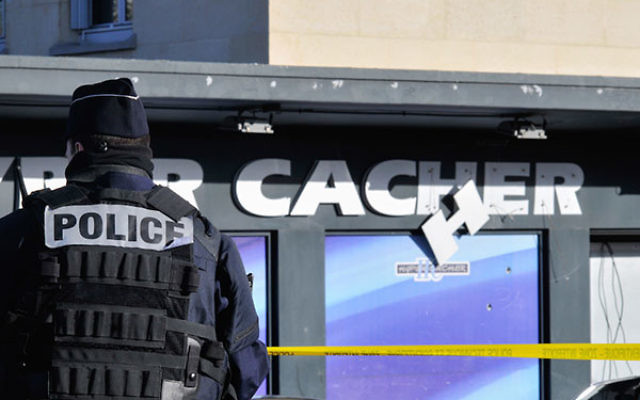 Security standing guard outside the kosher supermarket in Paris, where two days ago, four Jewish men were murdered when held hostage by an Islamist gunman, Jan. 11, 2015. (Serge Attal/Flash90)