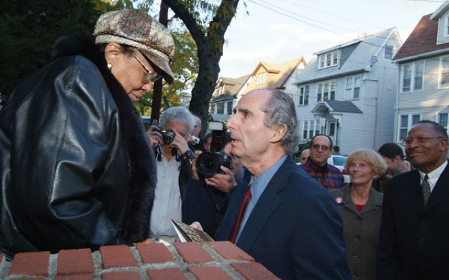 Philip Roth greets Roberta Harrington during 2005 visit to his childhood home on Summit Avenue.