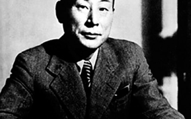 Without his government's permission, Japanese diplomat Chiune Sugihara issued transit visas to Jews in Vilnius.