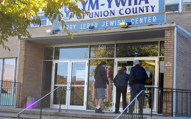 Voters at the Union Y and at School 12 on Magie Avenue in Elizabeth, like elsewhere in the Central area, encountered little of the crowding reported in some parts of the country. Photos by Elaine Durbach