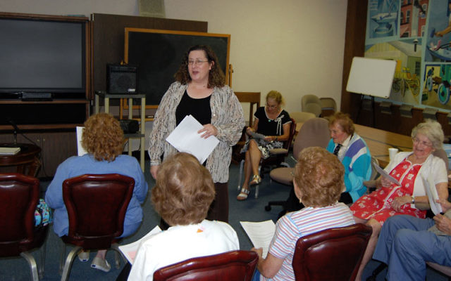 Rochelle Brodsky, a nurse with Jewish Family Service of Central NJ, discusses ways to cope with the High Holy Days with a group of seniors at the YM-YWHA of Union County. Photo by Elaine Durbach