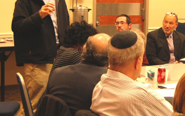New Spirit founder and cochair Yakir Segev describes the mission of the Jerusalem-based organization to the Central federation board. Photos by Elaine Durbach