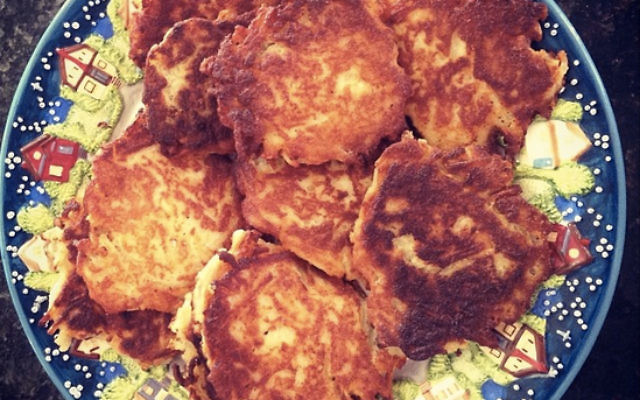 Healthy Root Vegetable Latkes (@DWSTweets)