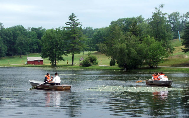 The lake at Kutsher's offers boating and fishing. Photos by Uriel Heilman