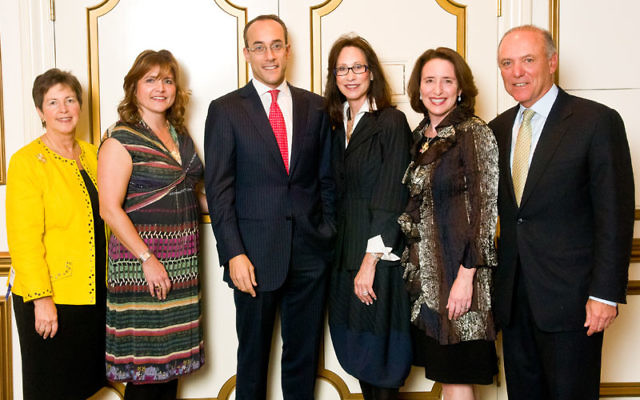 """Author Dan Senor, center, spoke about Israel's economic """"miracle"""" at the 2011 Major Gifts Event of United Jewish Appeal of MetroWest NJ, held Oct. 13 in Livingston. UJA leaders in attendance included, from left, Randee Rubenstein, Wome"""