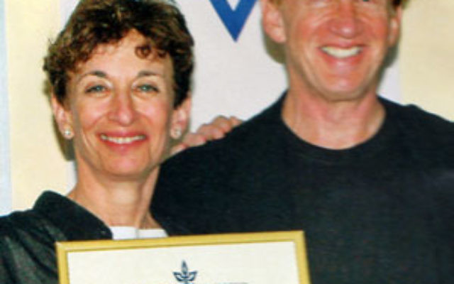 Judy and Stewart Colton receive a document commemorating the Colton Family Next Generation Technologies Institute at Tel Aviv University in 2006.